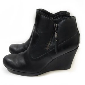 UGG 10 Black Leather Wedge Ankle Booties Meredith